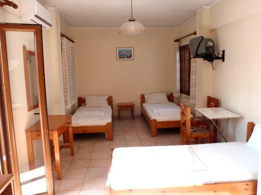 Three bed studio with view the center of Mytilini - Mitilini - Apartemen