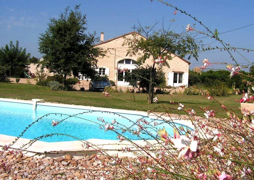 Vaste chambre avec accès privé - Saint-Avit-Saint-Nazaire - Casa