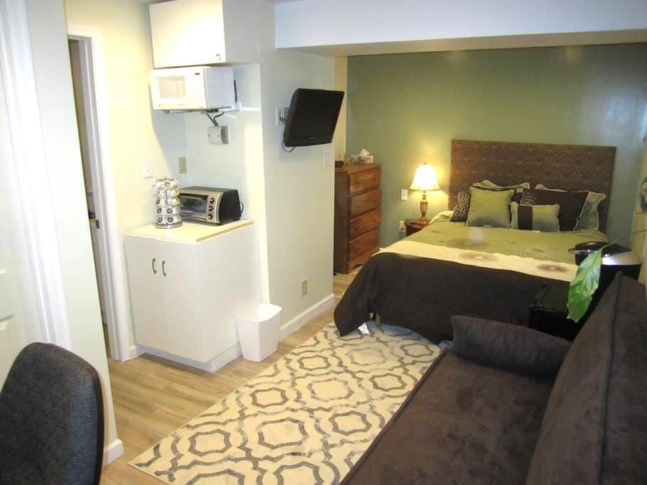 Suite Retreat Private Basement Apt. - Lynchburg - Hus