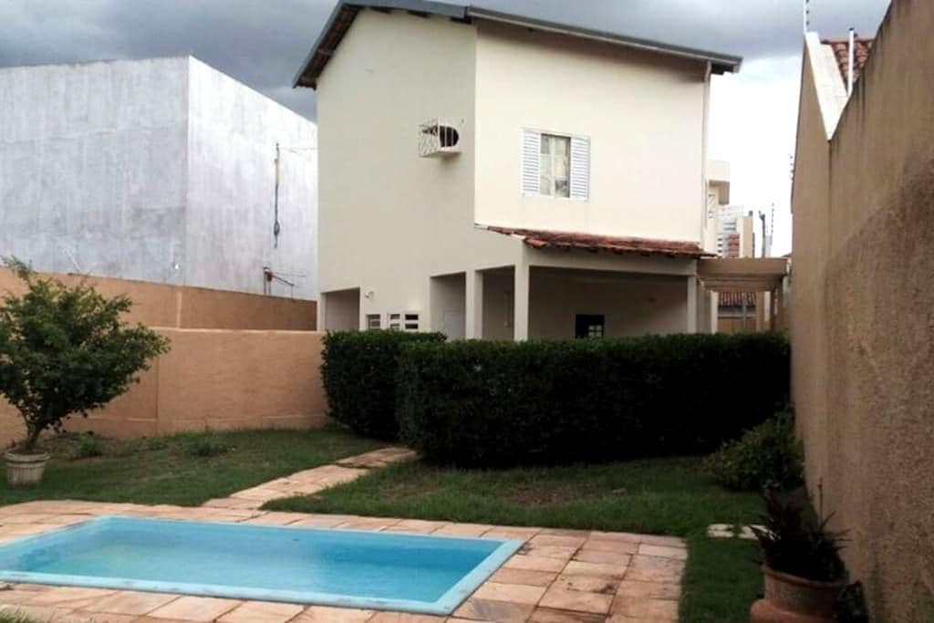Quarto em residência - Cuiabá - บ้าน