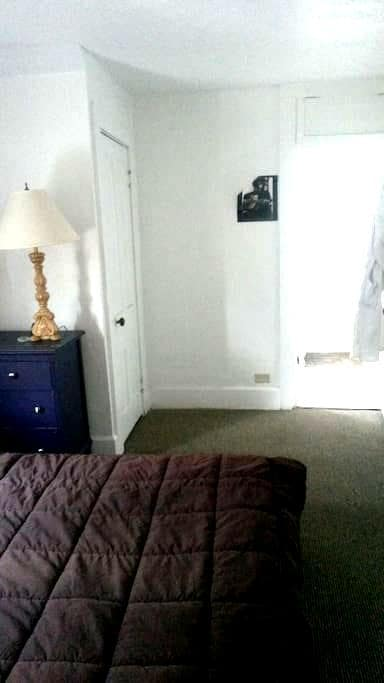 Cozy 1 bedroom in Highland Square! - Akron