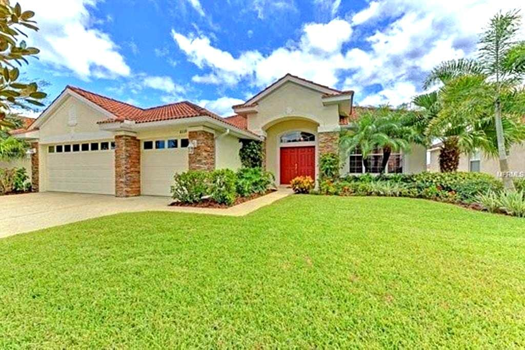 Beautiful Lake View Pool Home - Bradenton - House