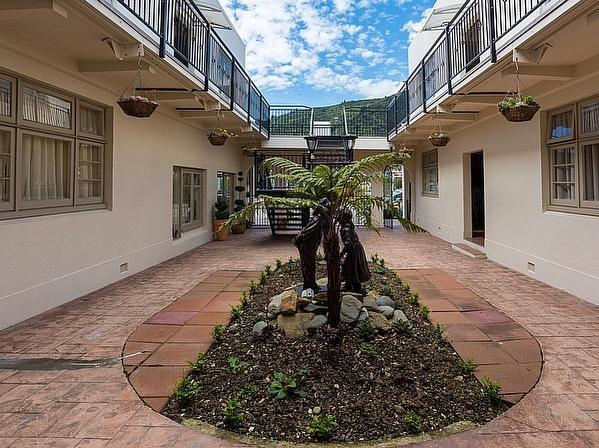 Art Deco Apartment Picton Apartment Bachcare Nz