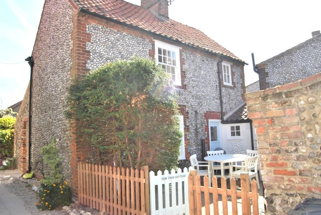 Yew Tree Cottage - Blakeney - House