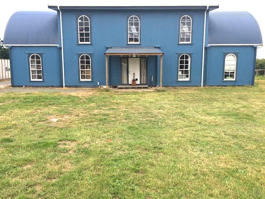 BIG Blue Barn - Te Aroha - Husbil/husvagn