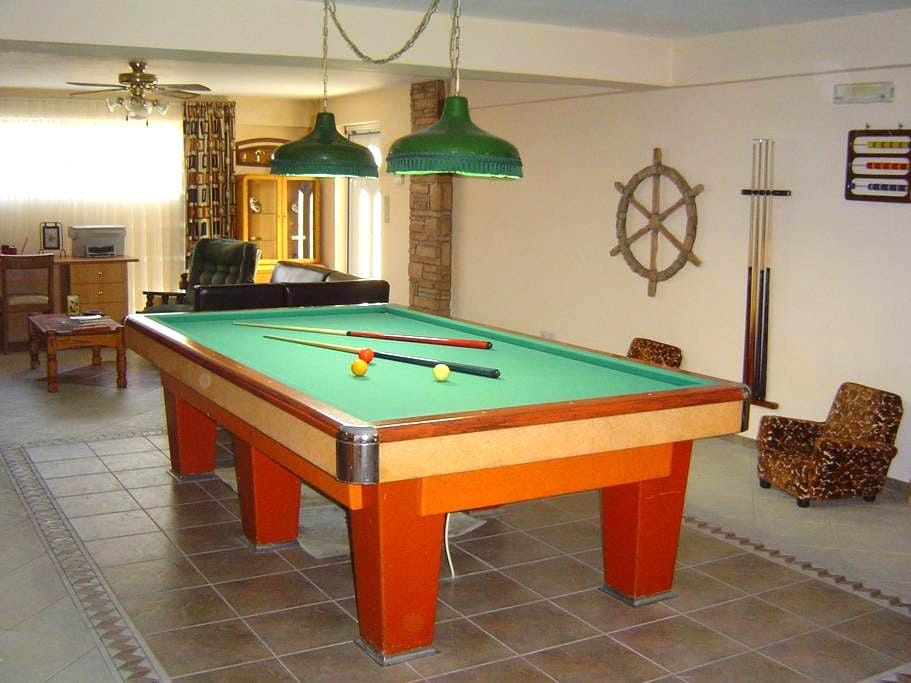 VILLA WITH BILLIARD, NEXT TO BEACH - Gytheio - Casa