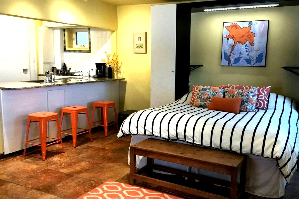 Zia Casita Fresh Studio Apartment - Taos - Huoneisto