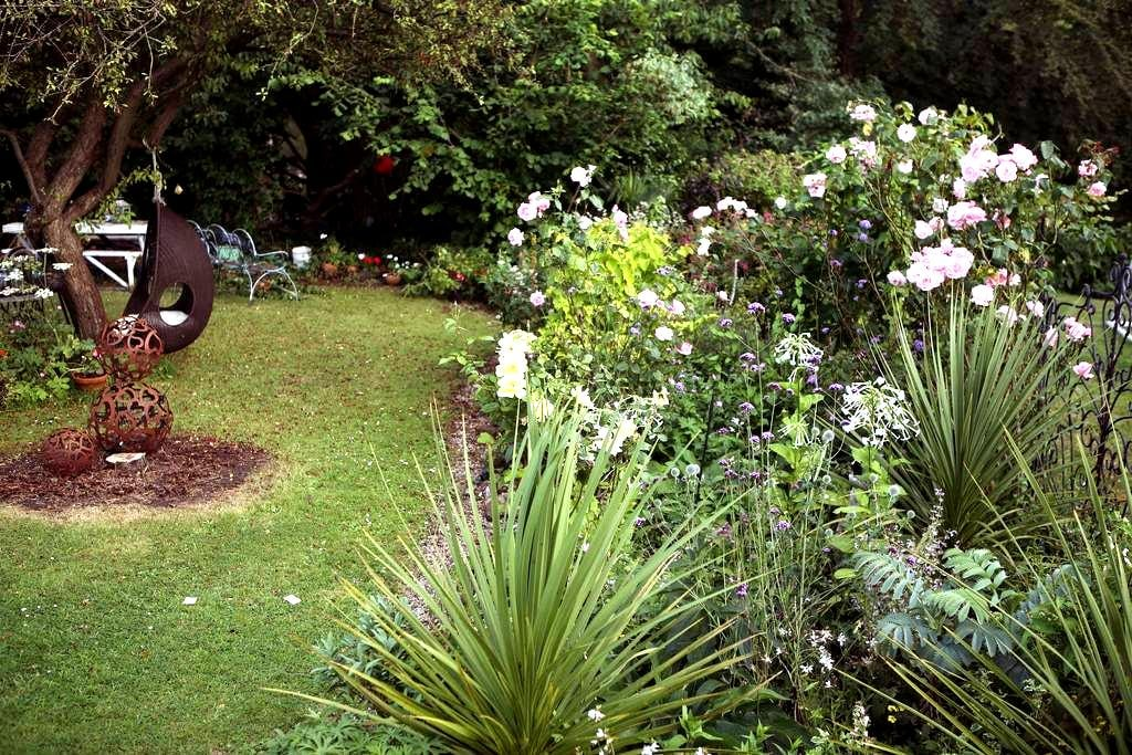 Cosy Garden Chalet With Lovely View - Bristol