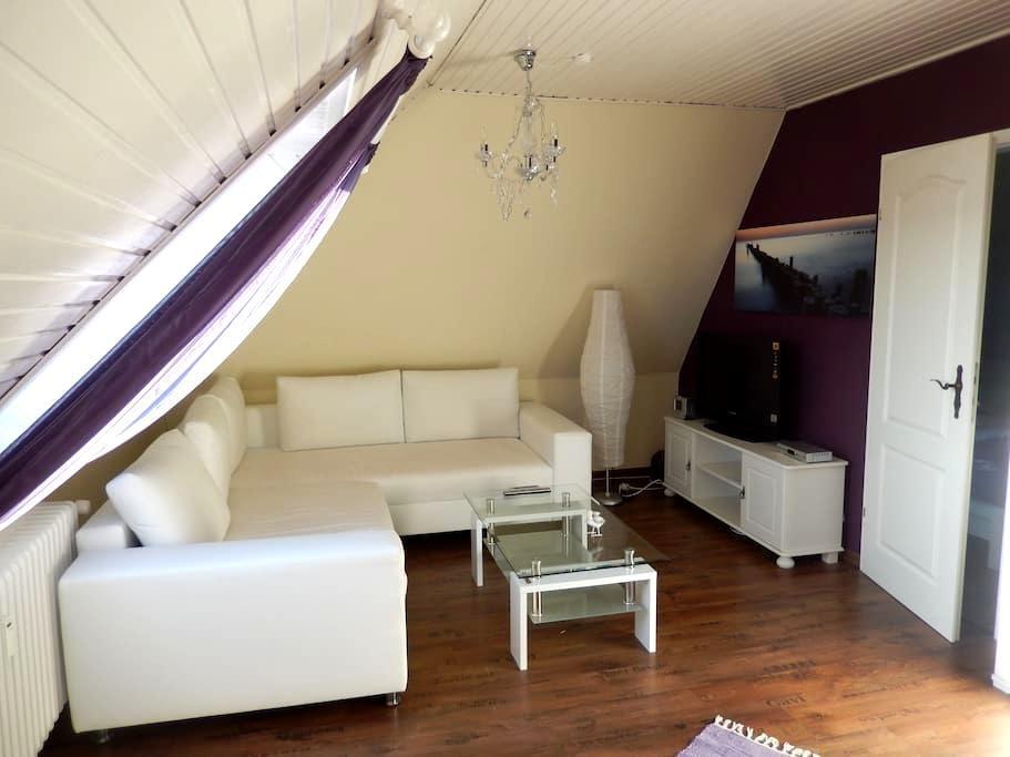 Gemütliche DG Wohnung mit Pool - Westerdeichstrich - Apartamento