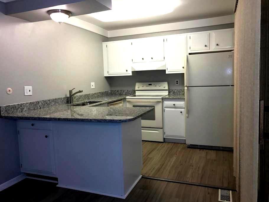 Fully updated, Pet and Kid Friendly - Novi - Apartamento