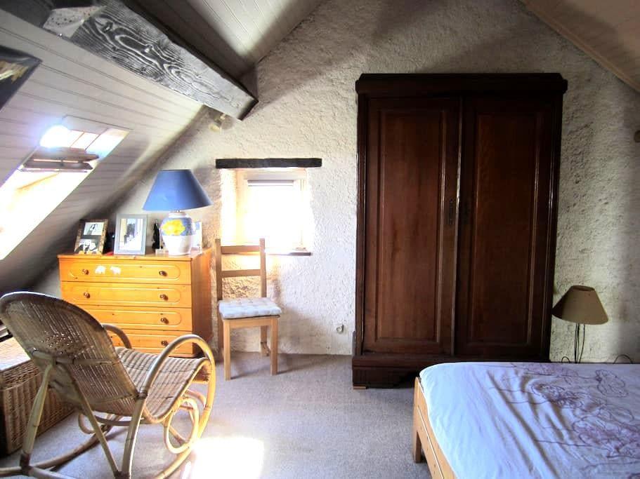 Une chambre sous les toits avec SDB privée! - Châtenois-les-Forges - Townhouse