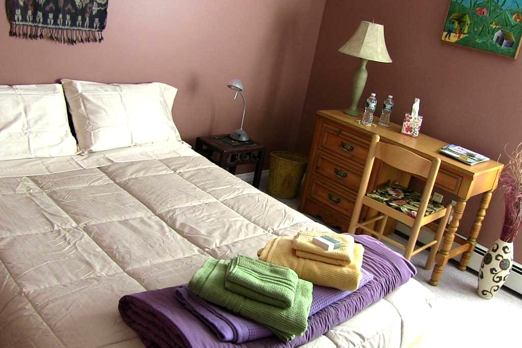 Private Room on Greenbelt in SoPo - South Portland - Rumah