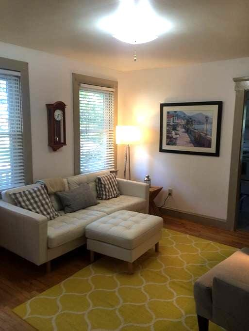 Escape to the cape home in West Warwick! - West Warwick