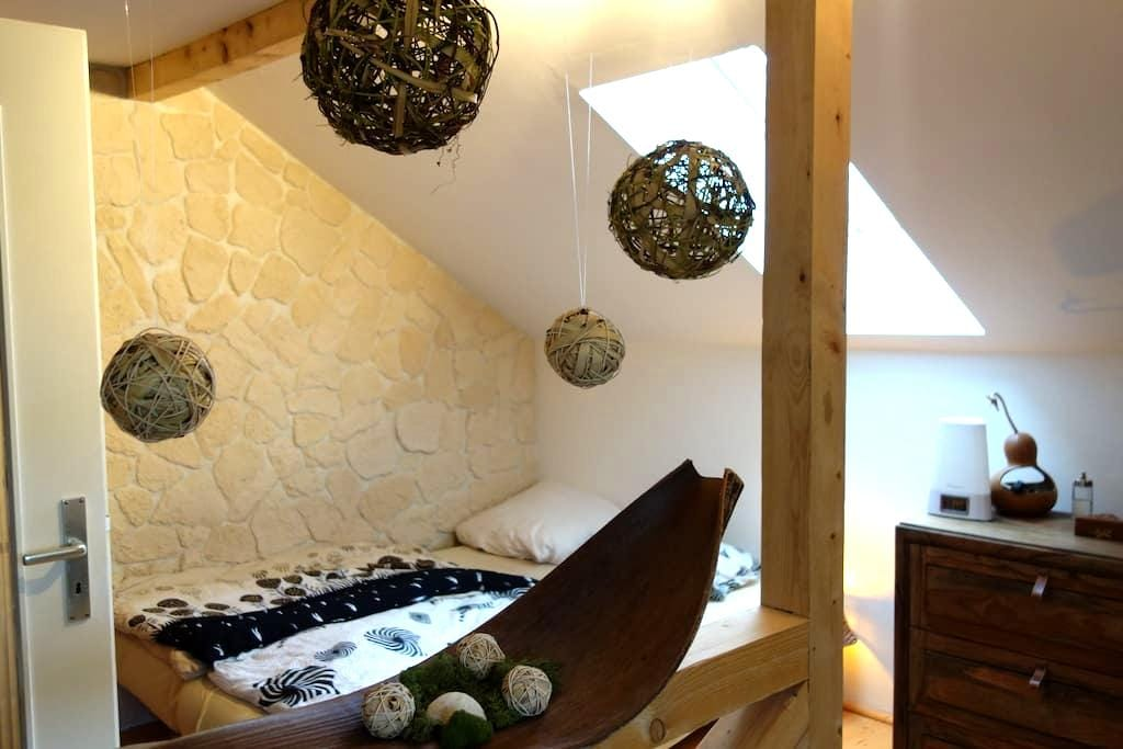 Big cosy attic room in Augsburg (near Munich) - Augsburg - Hus