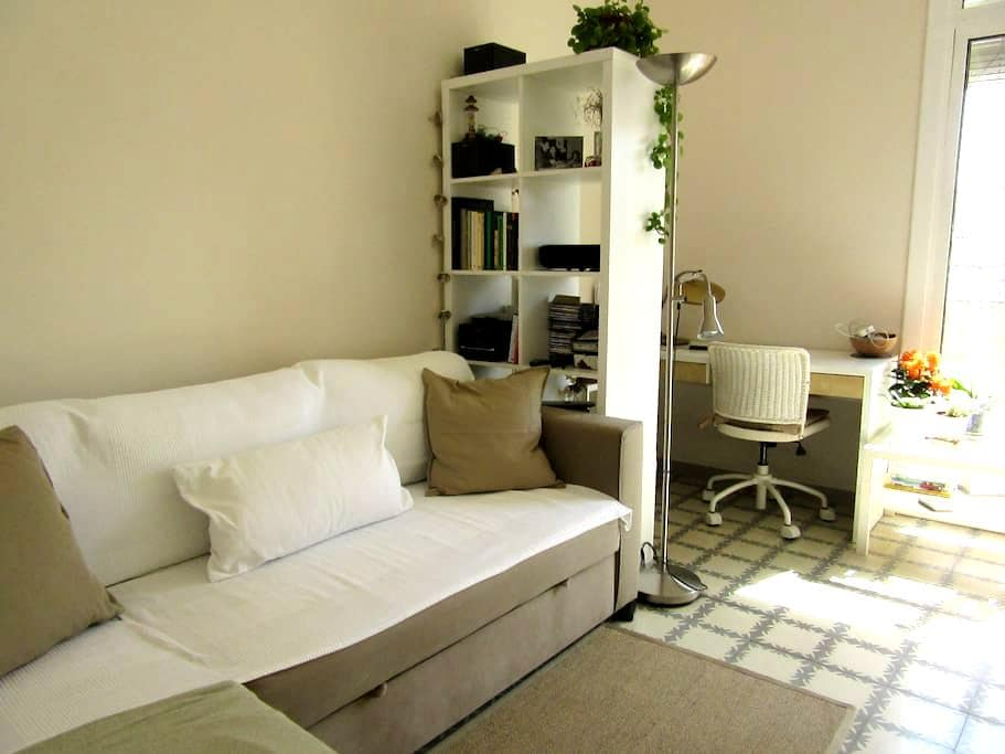 Private room in a sunny flat in Gracia district - Barcelona - Apto. en complejo residencial