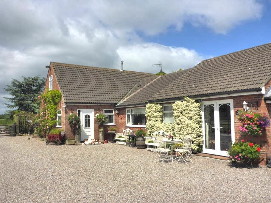 Countryside location near to York - Sutton-on-the-Forest - House