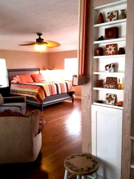 Private studio in prestigious University Park - Dallas - Apartamento