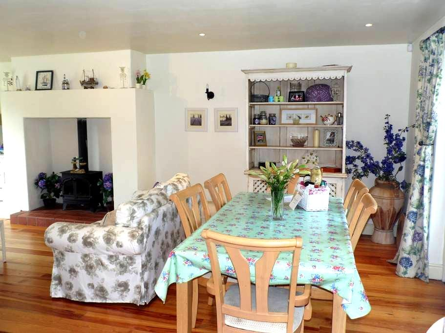 Boxwood Cottage, short stroll into Village - Carlingford - House