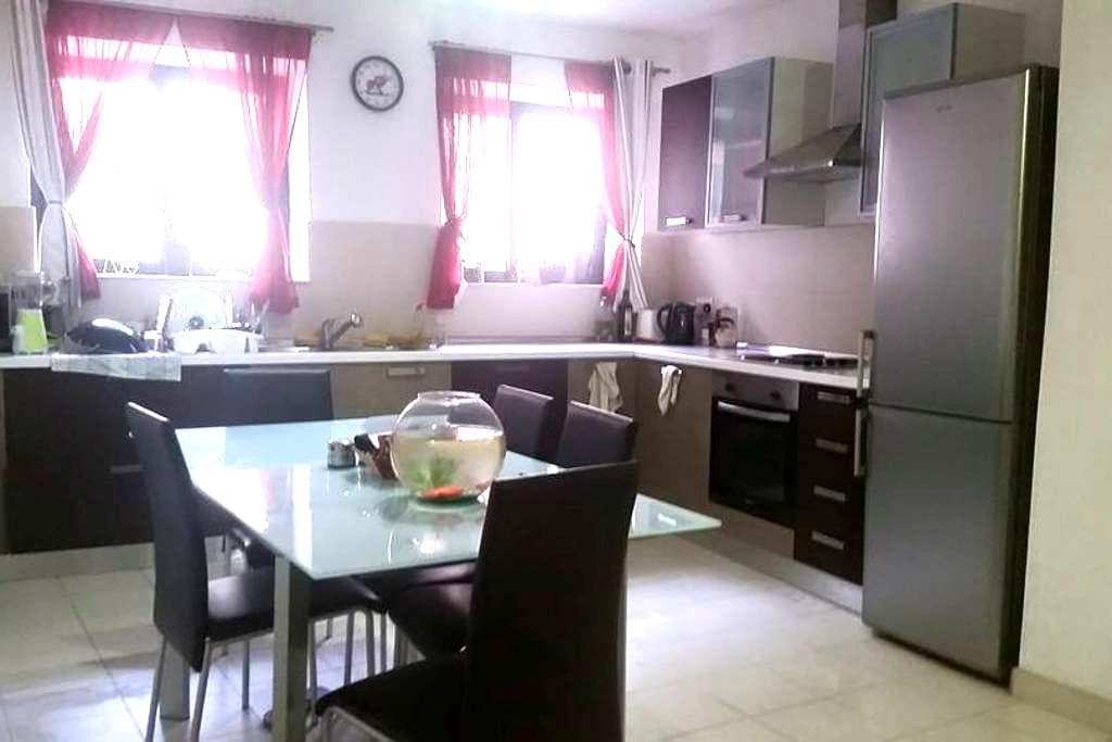 Private double bedroom in St. Julians ! - Floriana