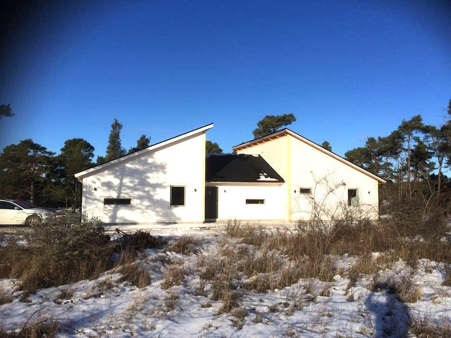 Nybyggd villa, nära Visby - Visby - House