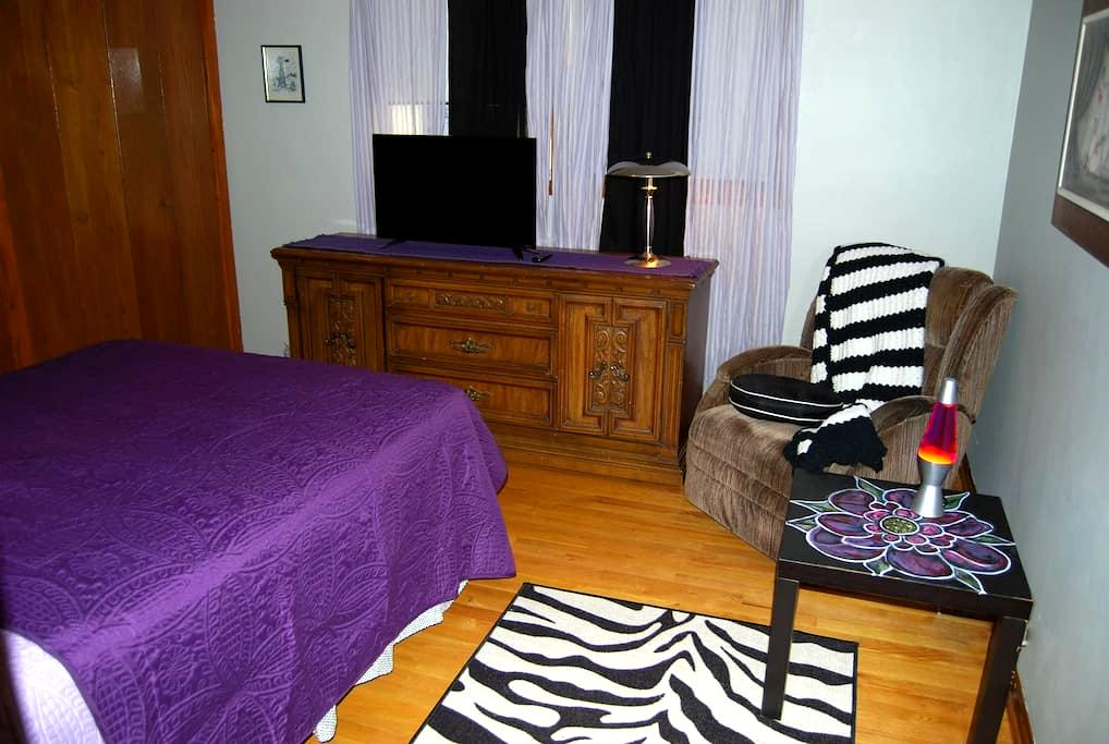 "Private ""Purple"" Room by O'Hare ORD/ Rosemont Expo - Schiller Park - Leilighet"