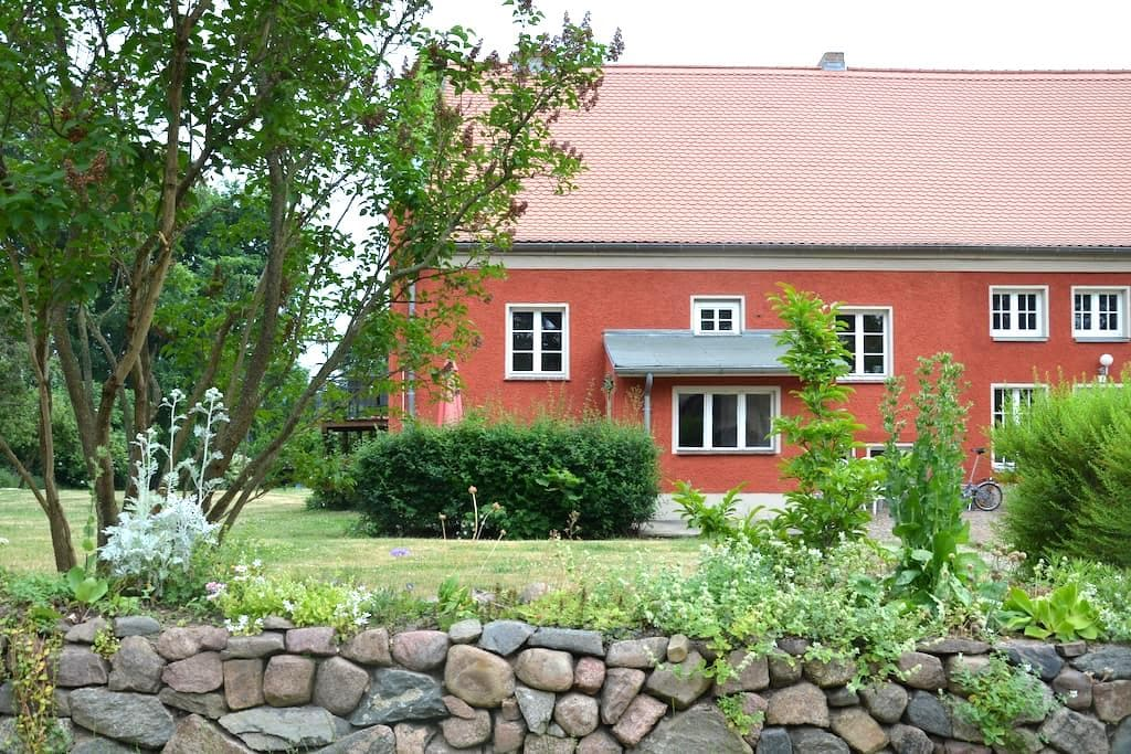 Giebelwohnung auf Gutshof am See - Neuruppin - House