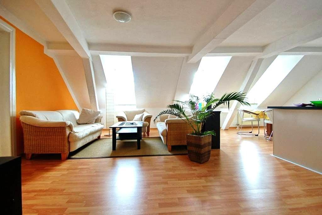 Hell freundlich 94qm im Zentrum! - Baden-Baden - Apartment