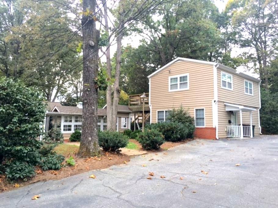 Treehouse on Westridge, Bedroom, Bath, Deck/Patio - Greensboro - Ξενώνας