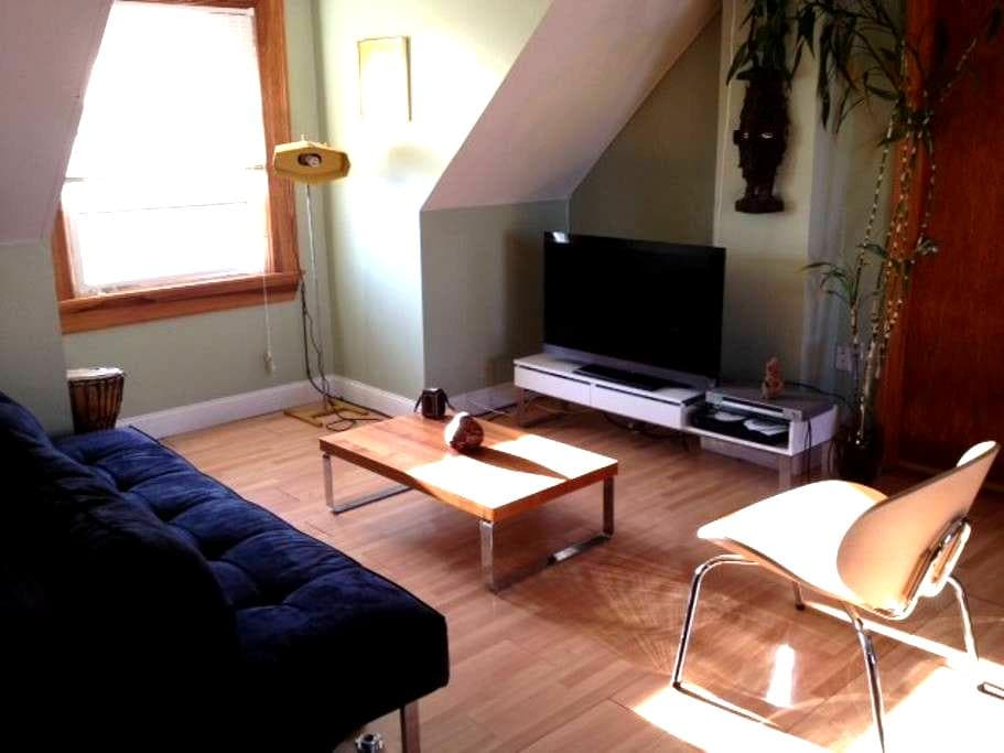 Spacious Sun Filled Studio Apt. - Winthrop - Appartement