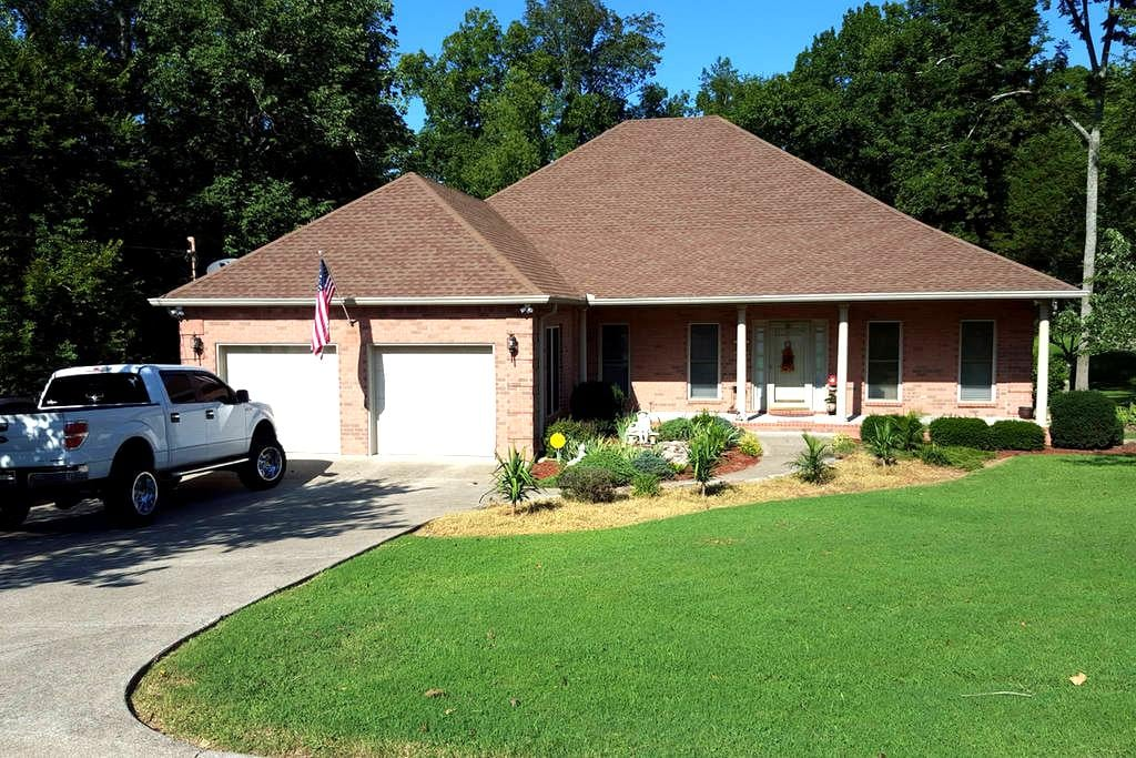 Two Comfy Bedrooms. Minutes from Nashville. WIFI! - Smyrna - Hus