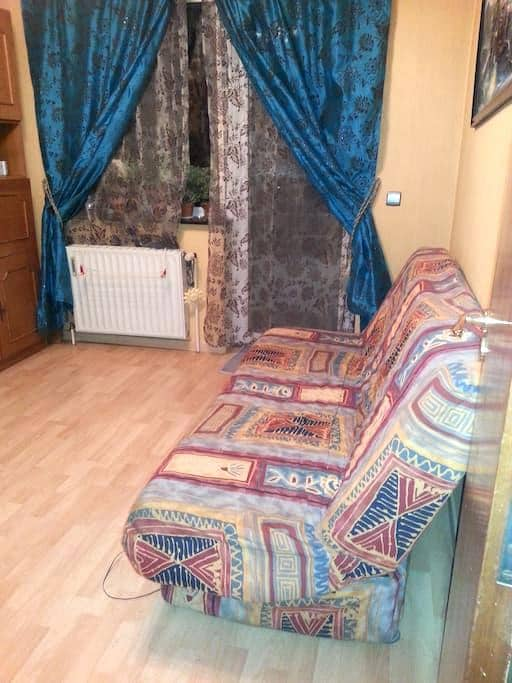 Cozy Room with a Nice View, Perfect for Travellers - Berchem-Sainte-Agathe