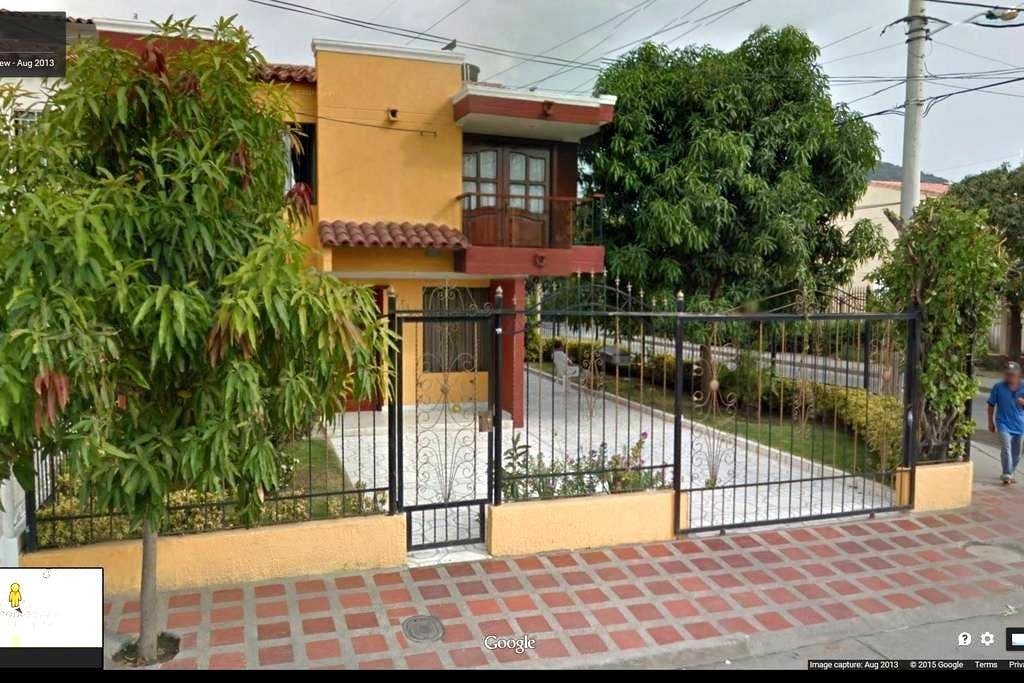 Una habitacion amoblada - Santa Marta (Distrito Turístico Cultural E Histórico) - Hús