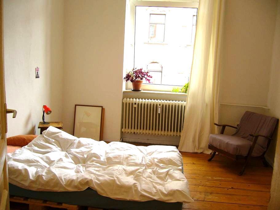 Schönes Zimmer; sehr zentral, ruhig - Frankfurt am Main - Apartmen
