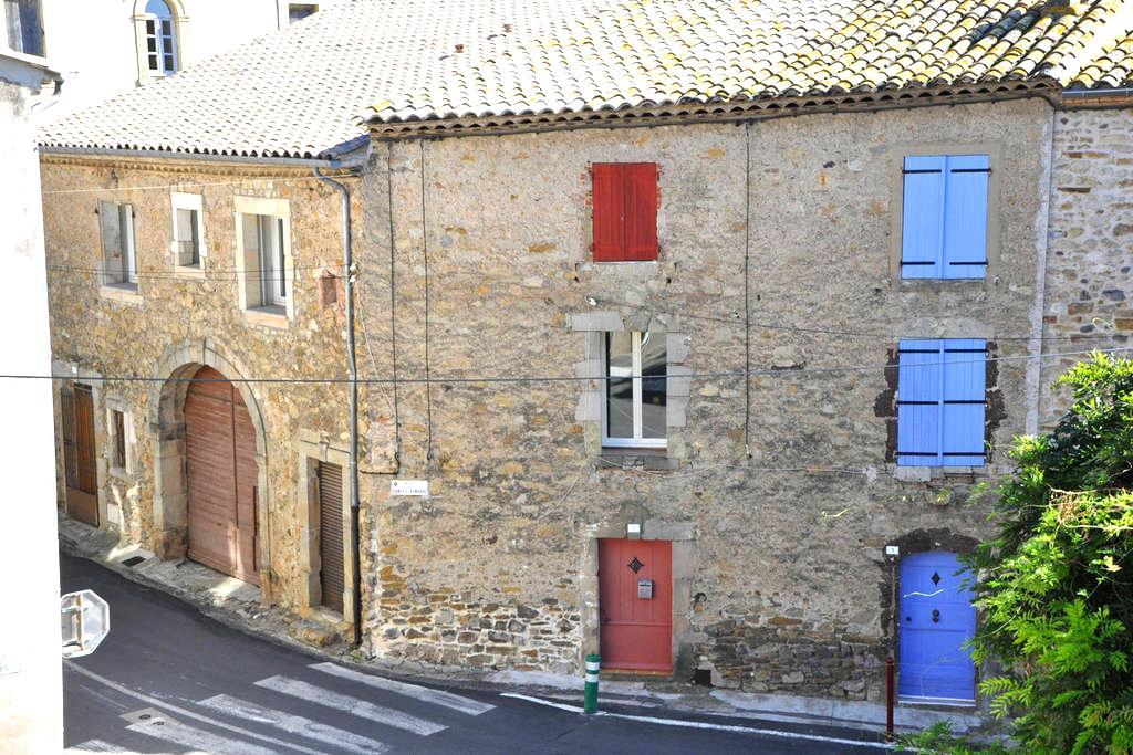 Pretty stone townhouse with a view - Neffiès