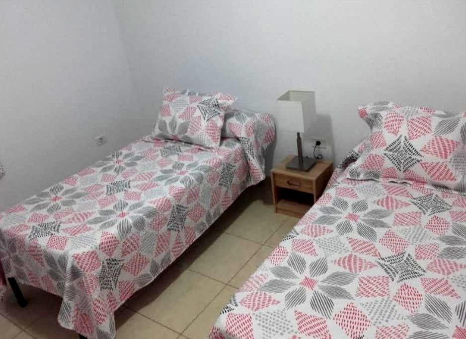 Habitación Privada con WC a compartir - Puerto de Santiago - Casa
