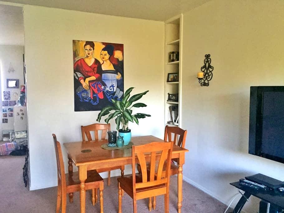 Sunny, clean, and cozy apartment - South Pasadena - Apartment