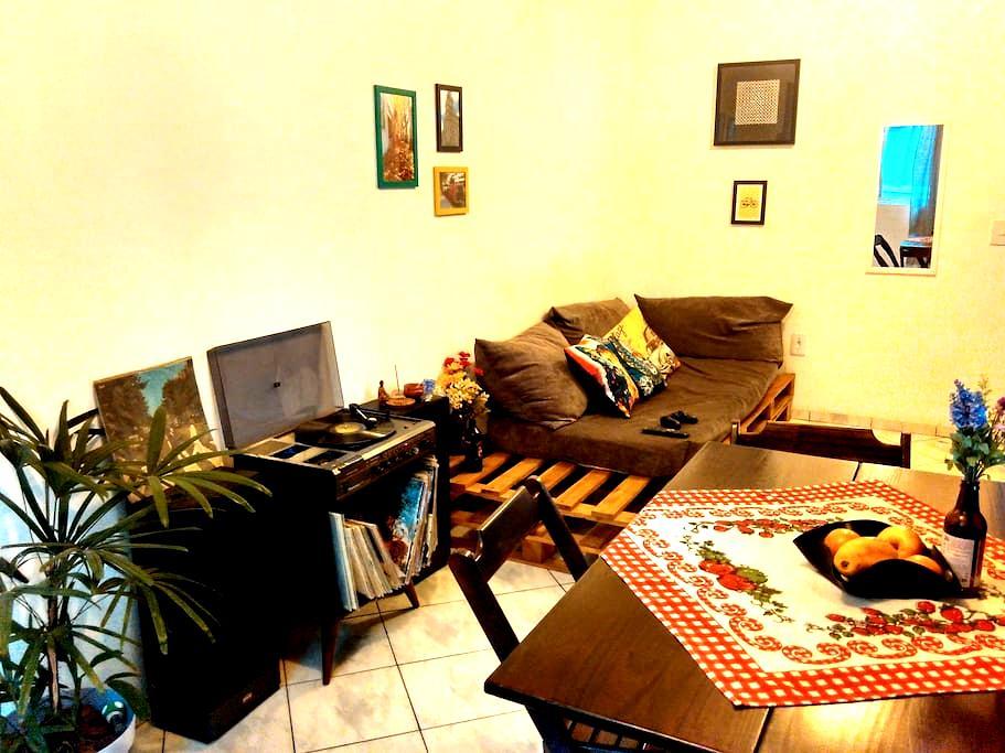 Quarto em apê próximo ao centro - Joinville - Apartment