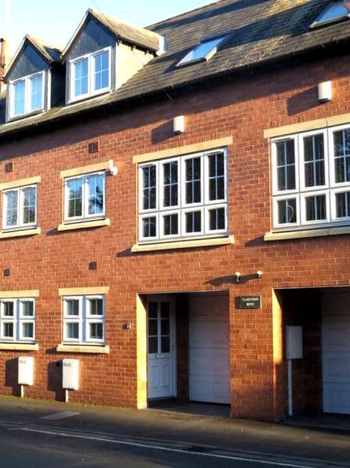 Modern Mews house with garage - Kenilworth - Haus