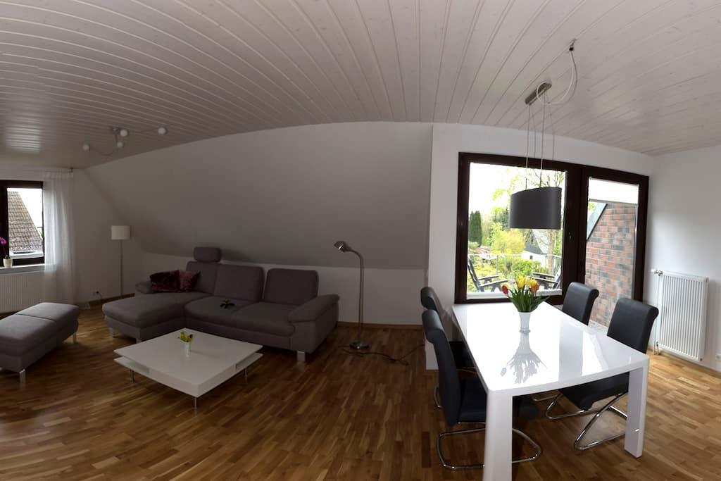 Große, sonnige und ruhige Wohnung - Dobersdorf - Apartamento