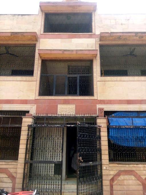 5mins from Bankey Bihari Temple - Vrindavan - Apartment