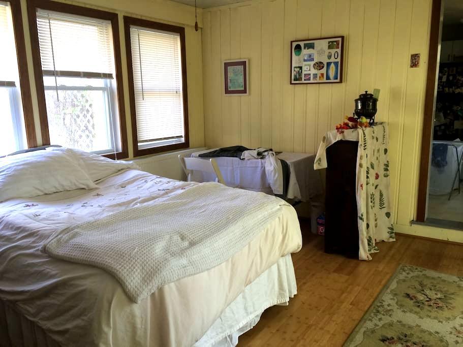 Sunroom/Guest Room - Easthampton - Rumah