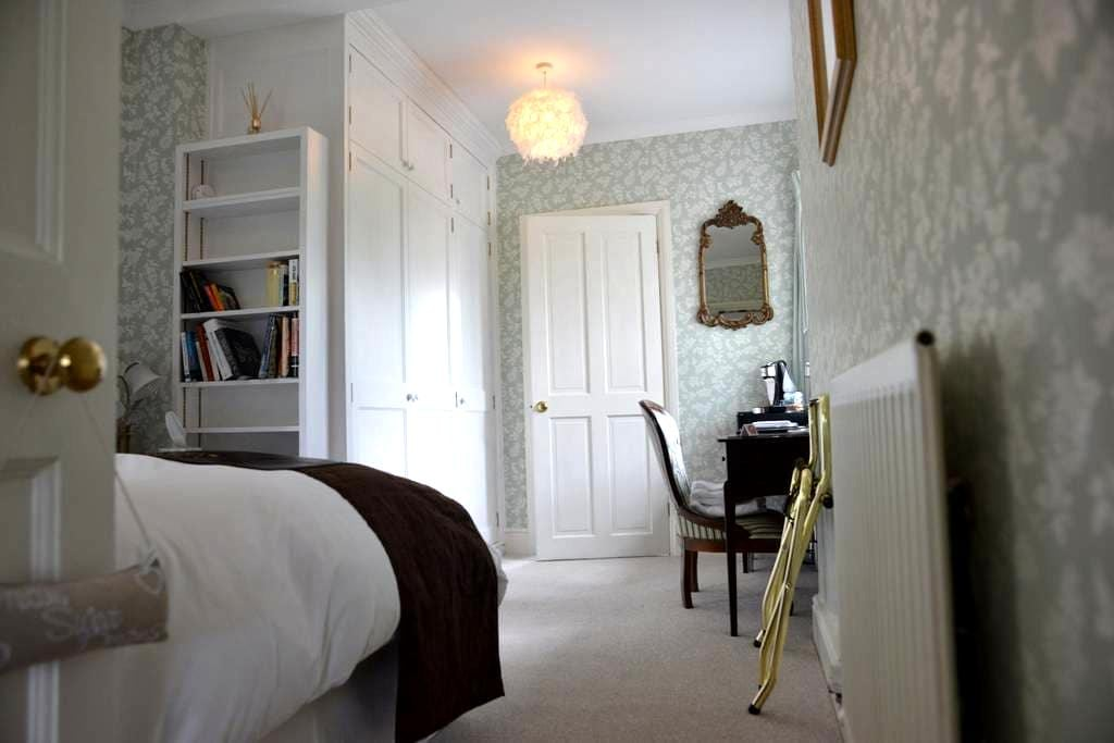 Victorian country house B&B - Manningford Abbots - 家庭式旅館