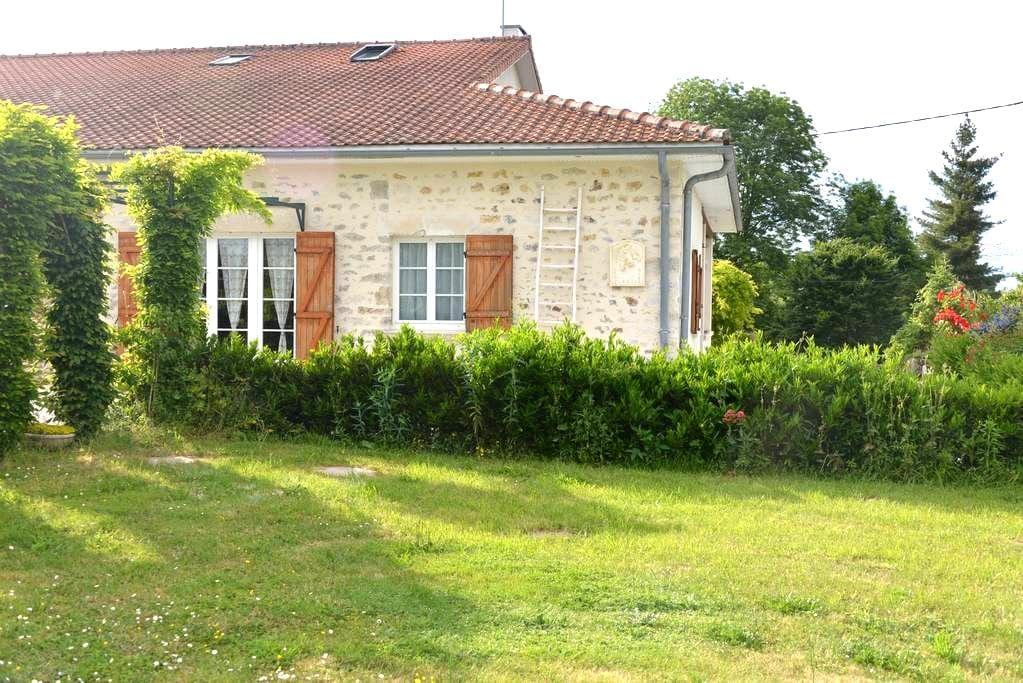 Gîte  6 personnes tout confort - Roumazières-Loubert - 独立屋