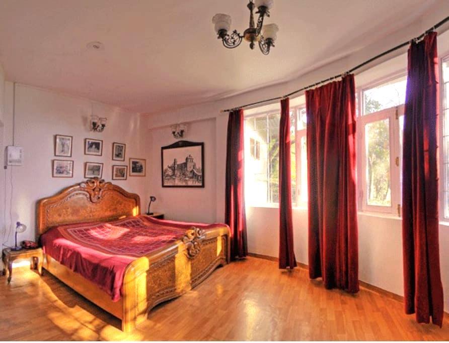 Deluxe room at residence of Maharaja of Kangra - Dharamshala - 別荘
