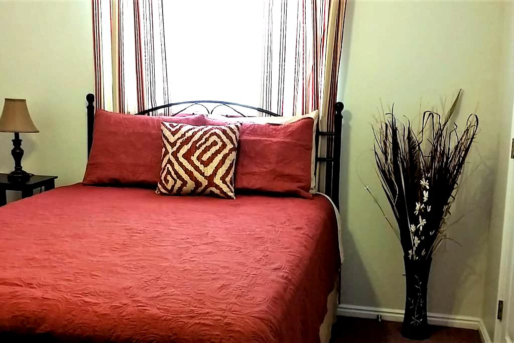 Red Rock Room - Page - Bed & Breakfast