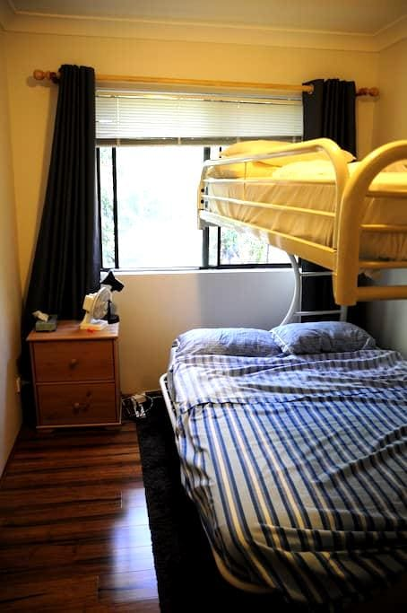 Cozy apartment near Meadowbank rail - West Ryde - Huoneisto