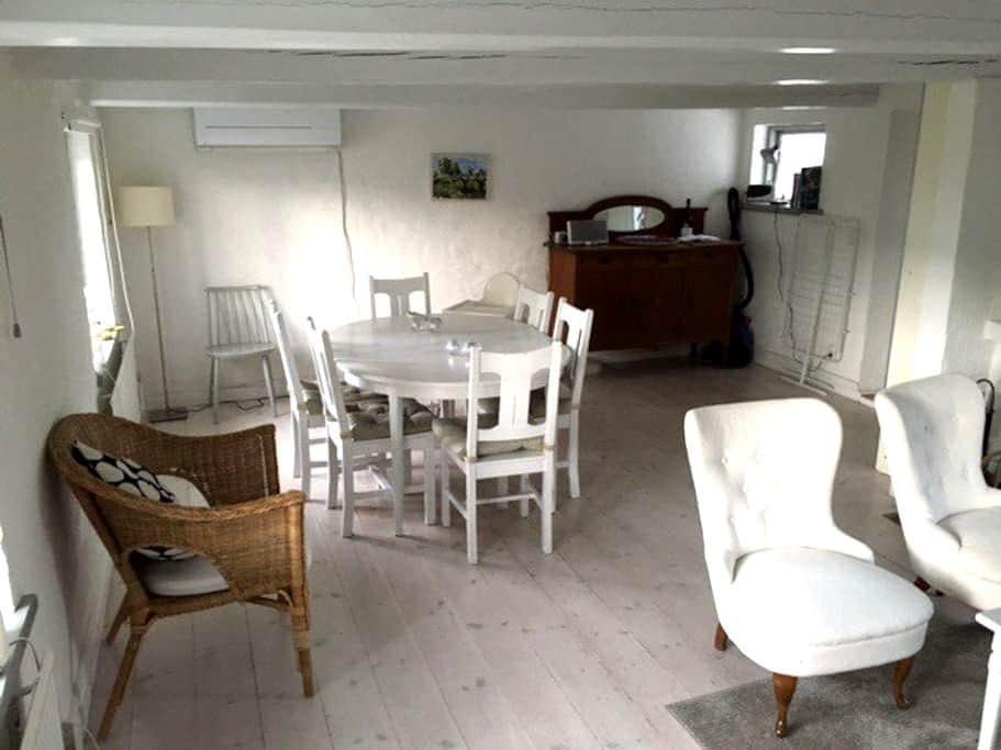 Mysigt o fint hus mitt på Österlen - Simrishamn V