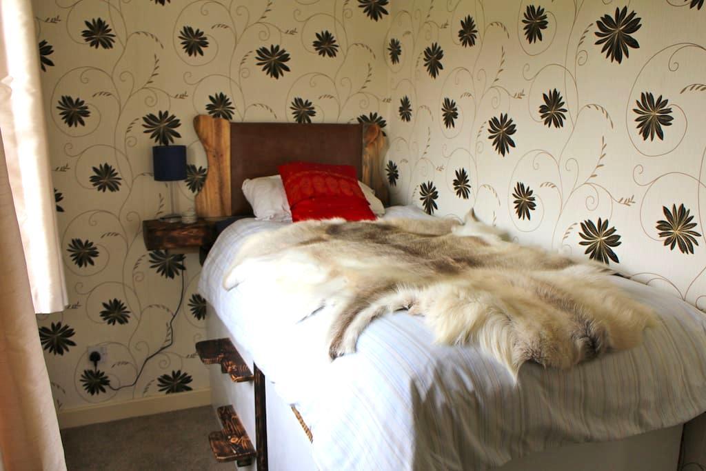 Bright, single platform bedroom in artist's house - Wigan