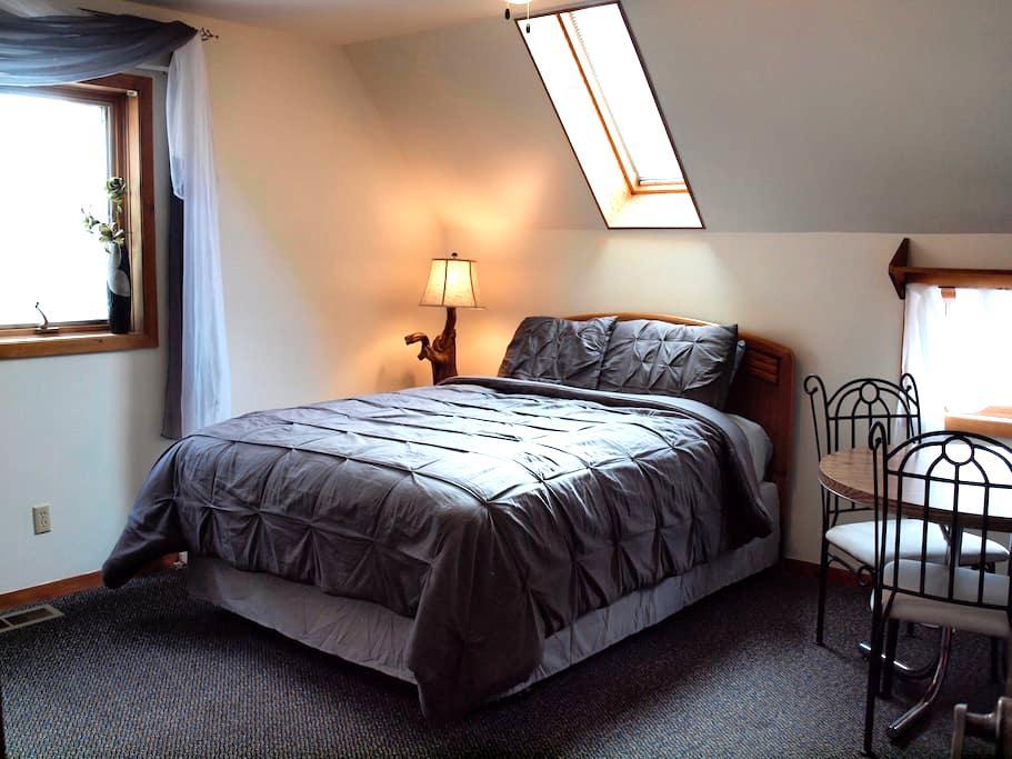 Lockoff- Separate & Peaceful - Buena Vista - House