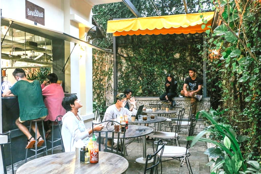 Bunker Bed & Breakfast: The Studio - Ho Chi Minh